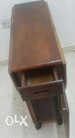Foldable table with rollers which has lock