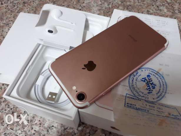 Iphone 7 128gb Gold brand new condition very light use