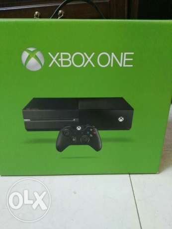 Barely used xbox one and kinect with 12 games for sale.