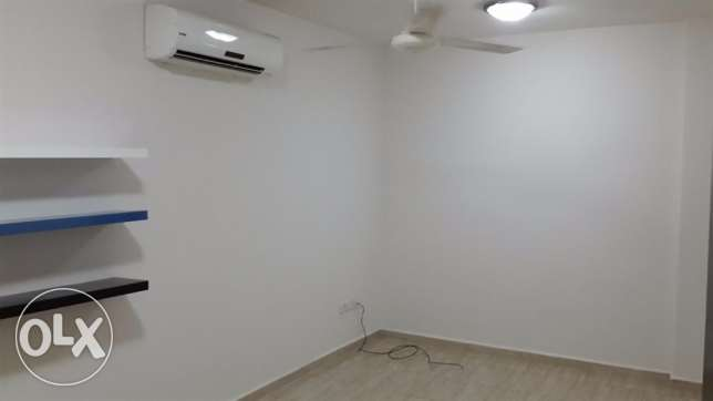 new and nice flat for rent in mazoun street in a book shop building مسقط -  1