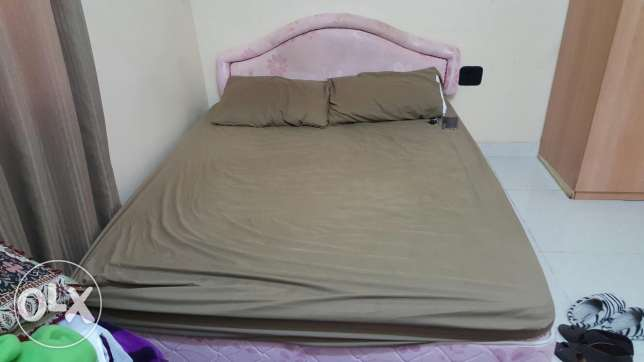 Double-sized bed with metres location ansab مسقط -  2