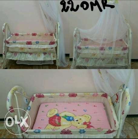 2 Baby bed and cot and car seat all good condition صحار -  3