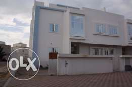 Brand new villa for rent in almawaleh south