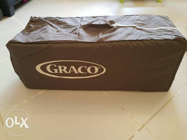 Graco Pack n' Play On The Go Travel Cot with Mattress مسقط -  5