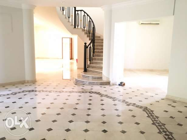 Marvelous spacious 5bedroom villa at aziba only on 1800riyal