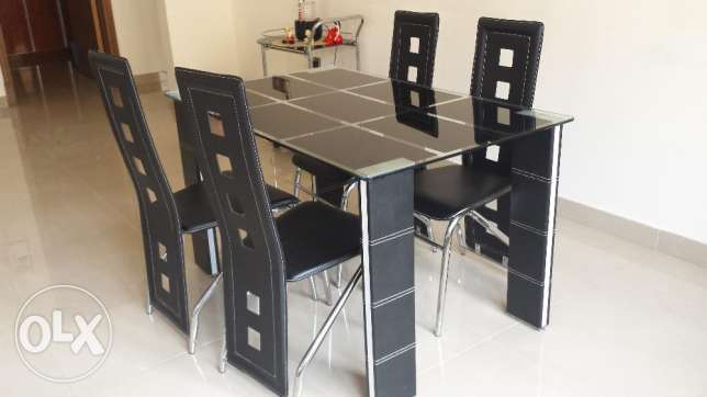 Dinig Table مسقط -  2