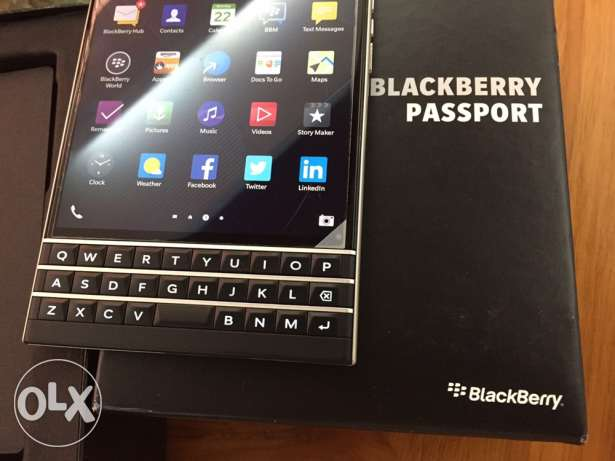 Black berry passport black Just as new Excellent condition مسقط -  1