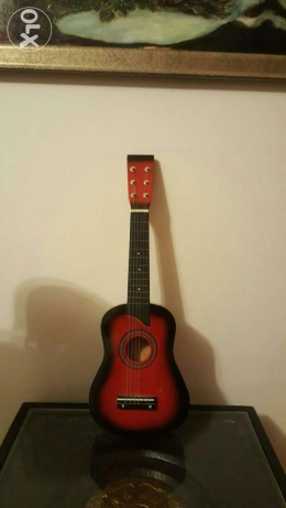A Decorative wooden mini guitar for kids السيب -  1