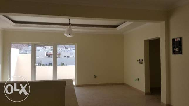 4/7 bedrooms New High Quality Twin Villa for RENT in Qurum 29 مسقط -  8