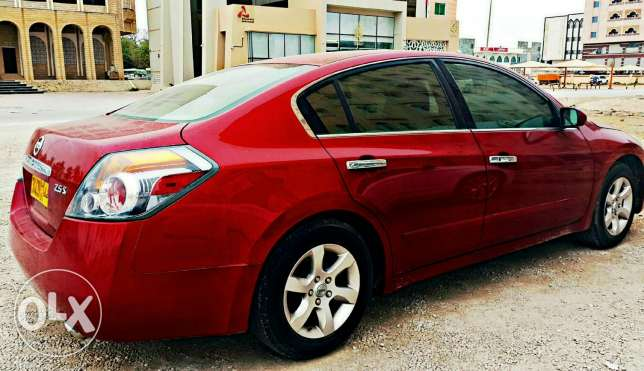 Nissan altima 2009 model. Expat driven
