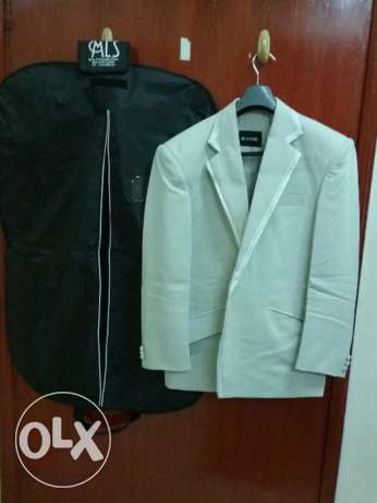 Sherwani with Kurta & Pajama ( Size 40 ) along with 2 blazers(Size 40) الغبرة الشمالية -  7