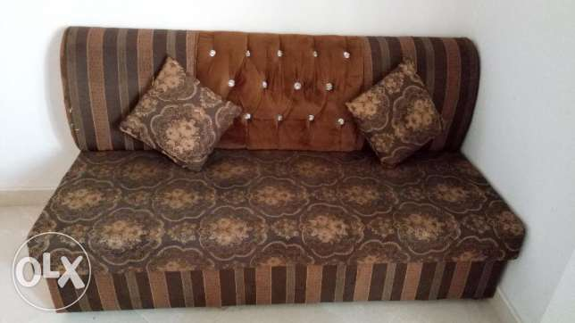 3 seater sofa/Good condition only 30 OMR