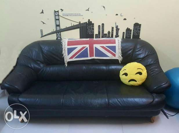 Thick leather sofa for sale السيب -  1
