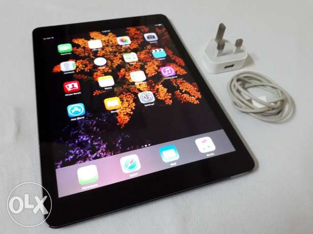 Apple ipad air 32gb Wi-Fi+cellular with Cover and charger same as new