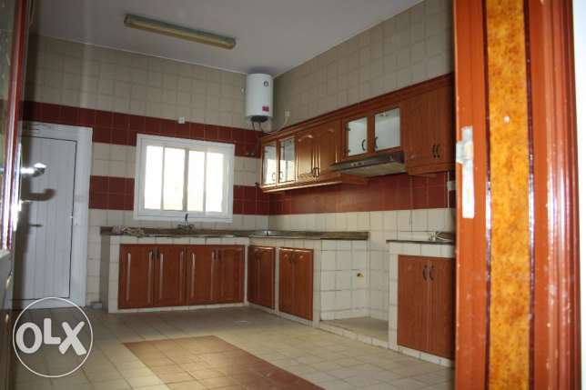villa for rent in al mawaleh south near to vegetable souk مسقط -  2