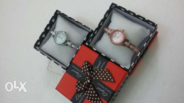 Ladies stylish watch with box