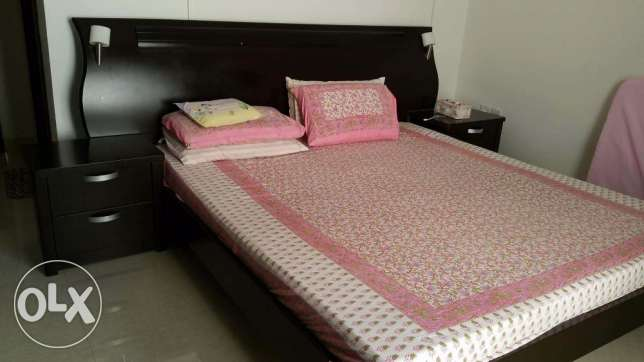 King sized bed with side tables مسقط -  2