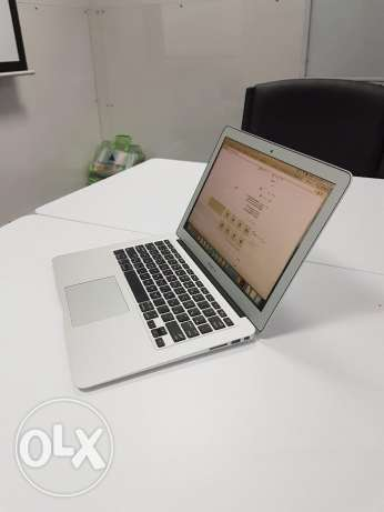 "An extremely clean MacBook Air ""like new"" with the box and everything! السيب -  1"