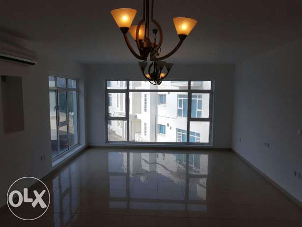 SHATTI QURM: Elegant 3 BHK apartment with Maid's room & Parking
