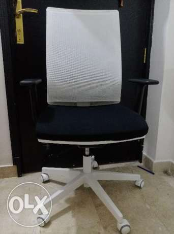 Office chair (hardly used)
