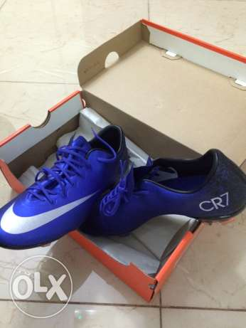 soccer shoes CR7 size 38 السيب -  2