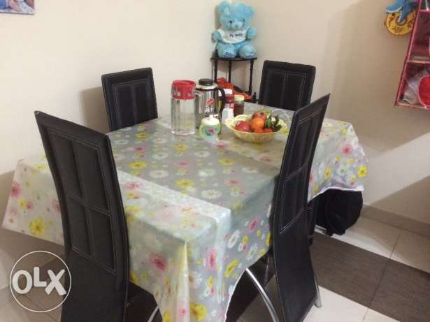 Dining table روي -  1