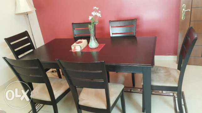 Dining table and chairs - Clearing off sale الغبرة الشمالية -  1