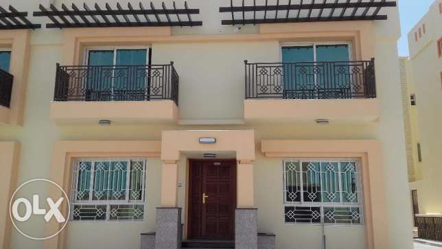 Al Khoud - Townhouse with 4 Bedrooms and 1 Maid Room - New Complex مسقط -  1
