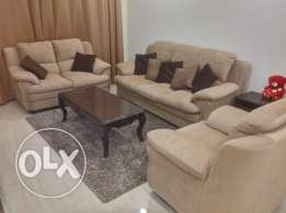 Excellent Sofa set. 1+2 +3 seater with tables غرفه مجلس