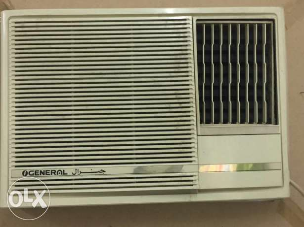 1.5 ton general & 2 Ton universal air brand window Ac in good conditio مسقط -  2