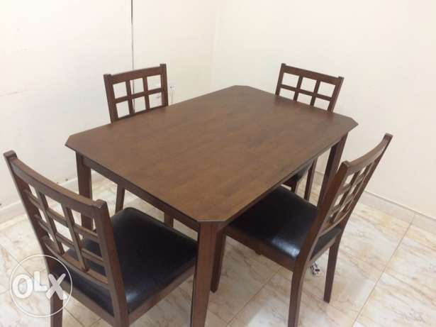 almost new dining set made of Malaysian wood