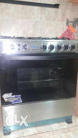 A large Super General oven&stove 5 burner good condition