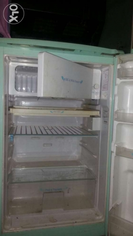 Hitachi small fridge frizer