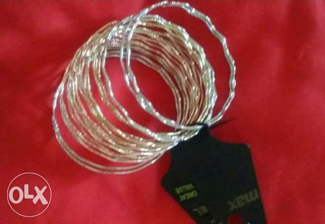 bangles and hair clips مطرح -  2