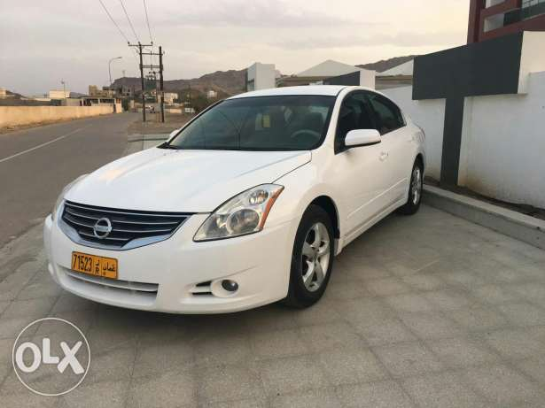 Nissan Altima very good 2012
