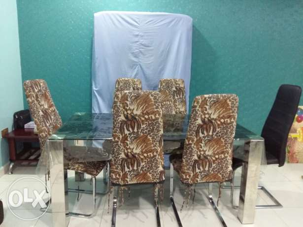 Dinning table with 6 chairs excellent condition مسقط -  2