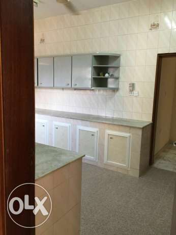 furnished bedroom for lady in Alkhwair near Radisson blue hotel بوشر -  4