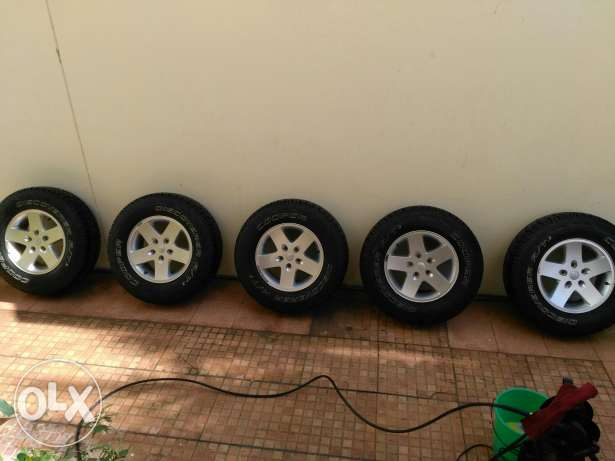 5 Original jeep wrangler wheels and Cooper tyres مسقط -  1
