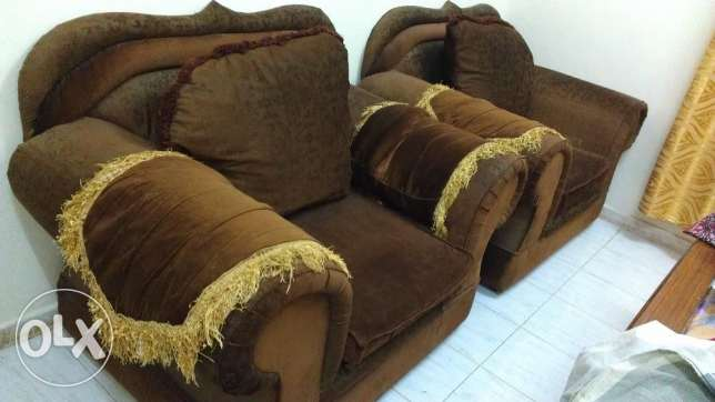 Sofa 7 Seater (3+2+1+1) very Good condition with table صلالة -  2