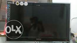 "Samsung Series 5 32""LCD. For sale urgent as leaving the country."