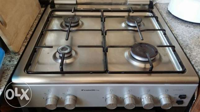 4 Burner Cooking Range 2Yr old Excellent Condition Reduced price مسقط -  2