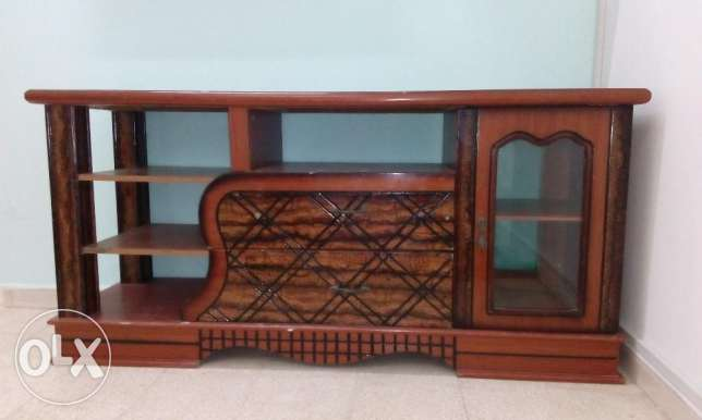 TV Cabinet - Wooden Good Condition. صحار -  3
