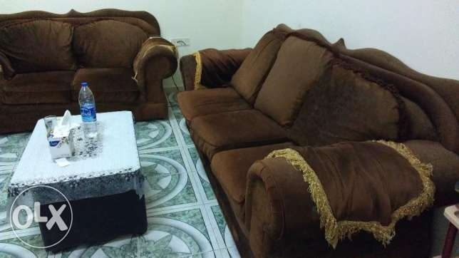 Sofa 7 Seater (3+2+1+1) very Good condition with table صلالة -  4