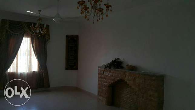 Upper Portion of Villa for rent in mawala 2mints drive city center مسقط -  3