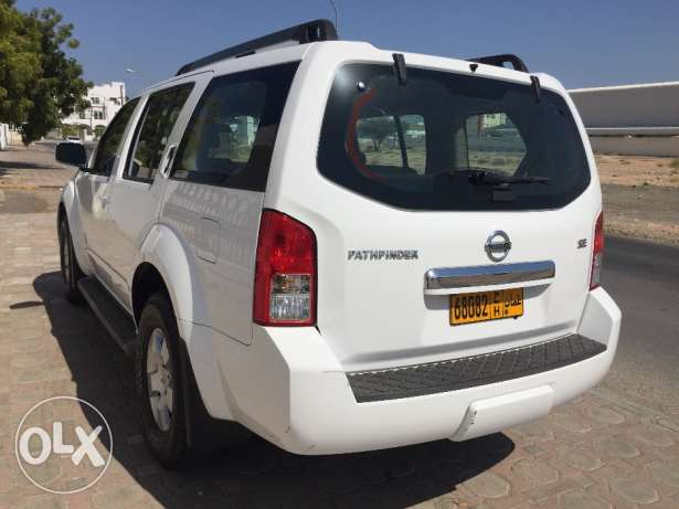 Excellent Condition Nissan Pathfinder 2010 model Number 2 with Rear AC مسقط -  2