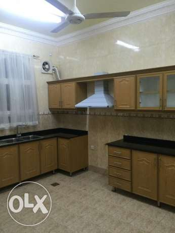 half villa for rent in al mawaleh south phase 2 مسقط -  6