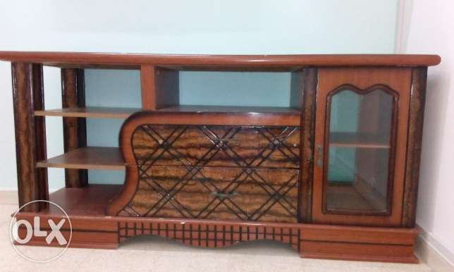 TV Cabinet - Wooden Good Condition. صحار -  1