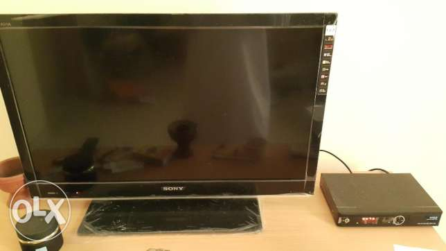 32 inch TV with Receiver for Sale