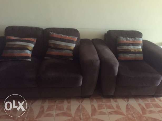 6 Seater Elegant Sofa for sale brown color + free table صحار -  1