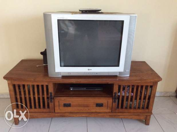 "29"" LG Flatron TV with good quality wooden stand"